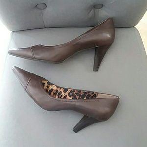 Anne Klein i flex brown leather heels size 7.5